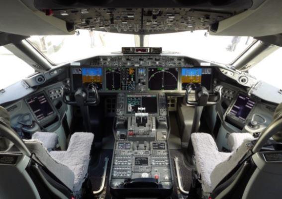 Boeing 787-10 Dreamliner cockpit