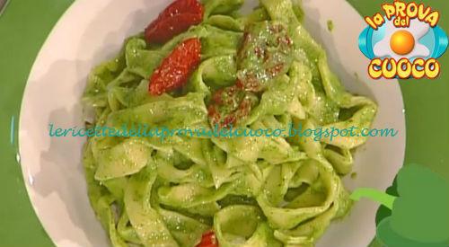 Tagliatelle con pesto di rucola e pomodorini ricetta Della Croce da Prova del Cuoco