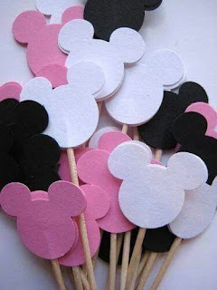 Etichete decorative botez tematic Minnie Mouse capete roz, albe, negru puse pe bete de lemn pentru candy bar