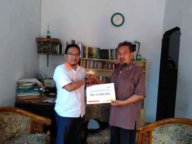 Penyaluran infaq terikat dari donatur lazismu jember kepada pengasuh Pondok Modern Muhammadiyah Pakusari