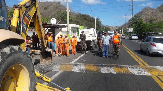 Obras Públicas dispone destrucción policías acostados en Los Pilones