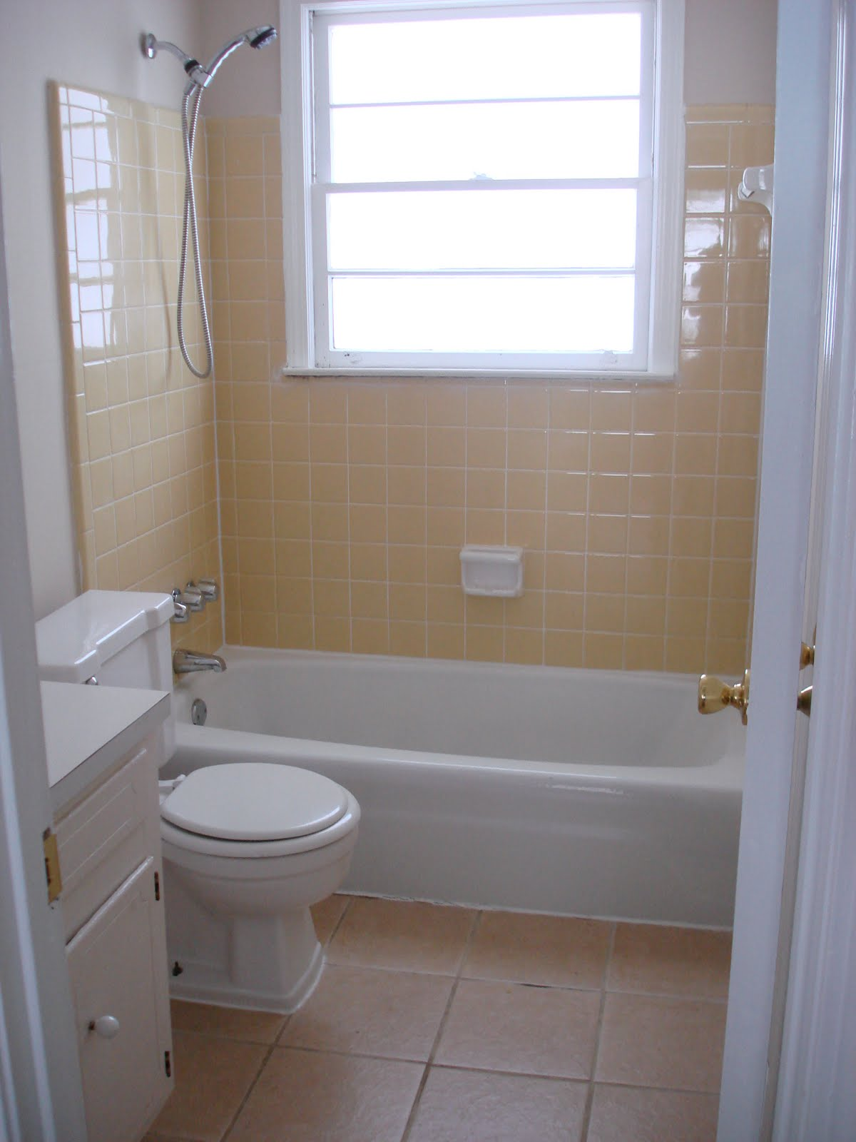 It's Not Rocket Science: RIP, Yellow Bathroom Tile, Or