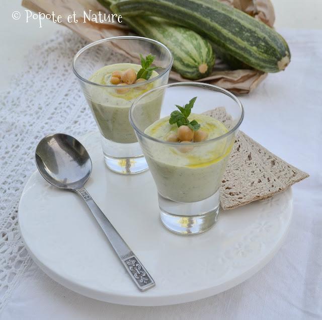 gaspacho soupe froide de courgettes à la menthe et aux pois chiches