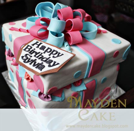 Mayden Cake amp Personalized Gifts Gift Box Cake for Sylvia