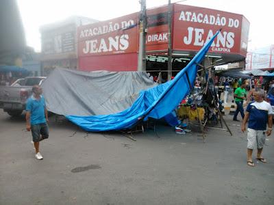 Resultado de imagem para atacadão do jeans destrói barraca de feirante