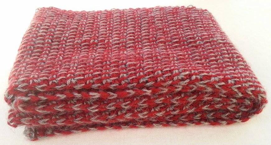Häkelfieber Austria: grau-roter Schal im \'Tunesischen Tweed-Grundstich\'
