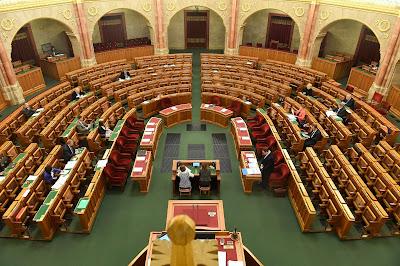 közoktatás, Parlament, Magyarország, létszám, plenáris ülés, közoktatási vita