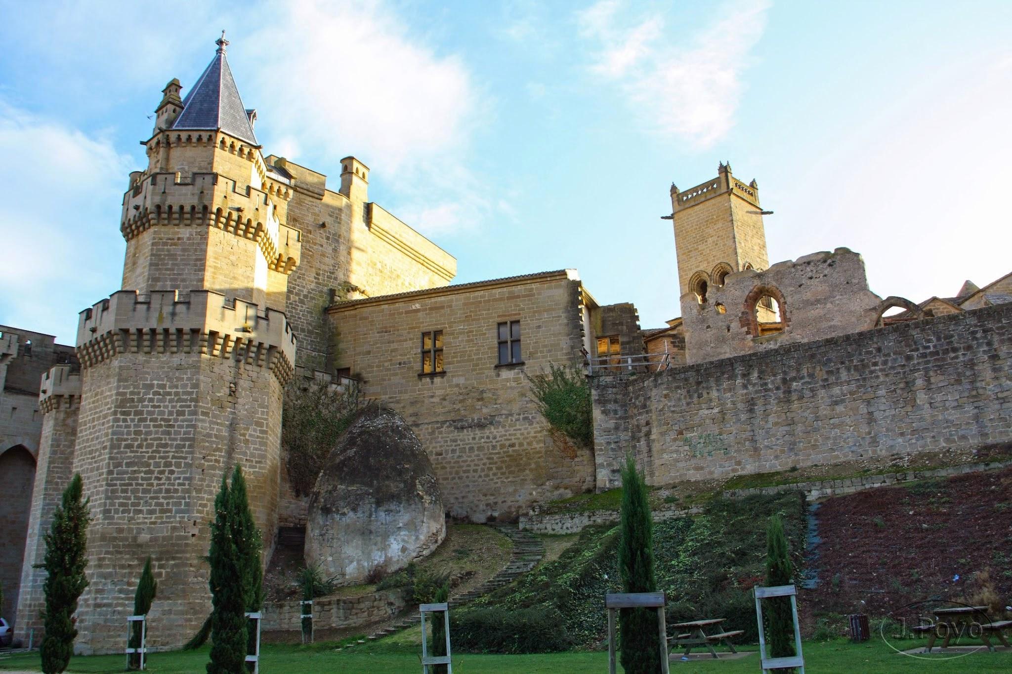 Torre ochavada y nevera medieval del palacio Real de Olite