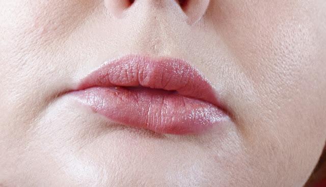Burt's Bees Lipstick 500 Nile Nude Swatch
