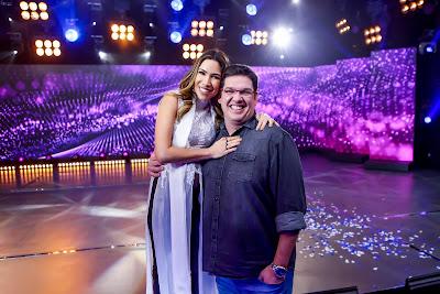 Patricia e o diretor do programa Michael Ukstin - Crédito: Gabriel Cardoso/SBT