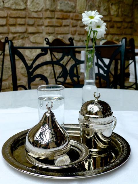 Servicio de café turco en el Hotel Celine de Estambul