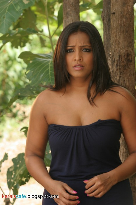 Meghna Naidu Sexy Cleavage Photo Gallery  Kerals Cafe-8109