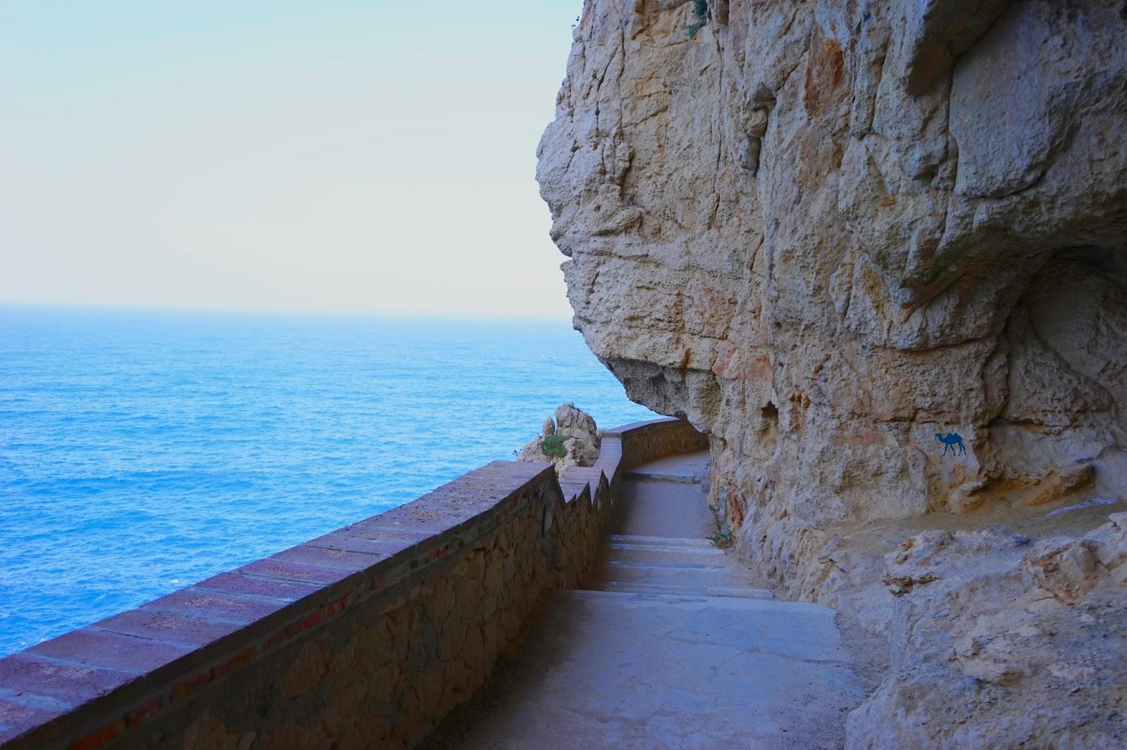 Le Chameau Bleu -Blog Voyage Sardaigne - L'acces a la grotte de Neptune grotto di Nettuno Sardaigne