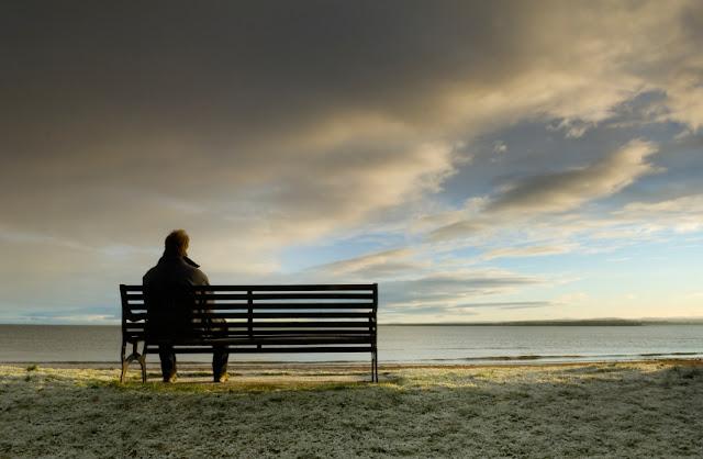 Hình ảnh buồn cô đơn nam tâm trạng đầy tróng vắng