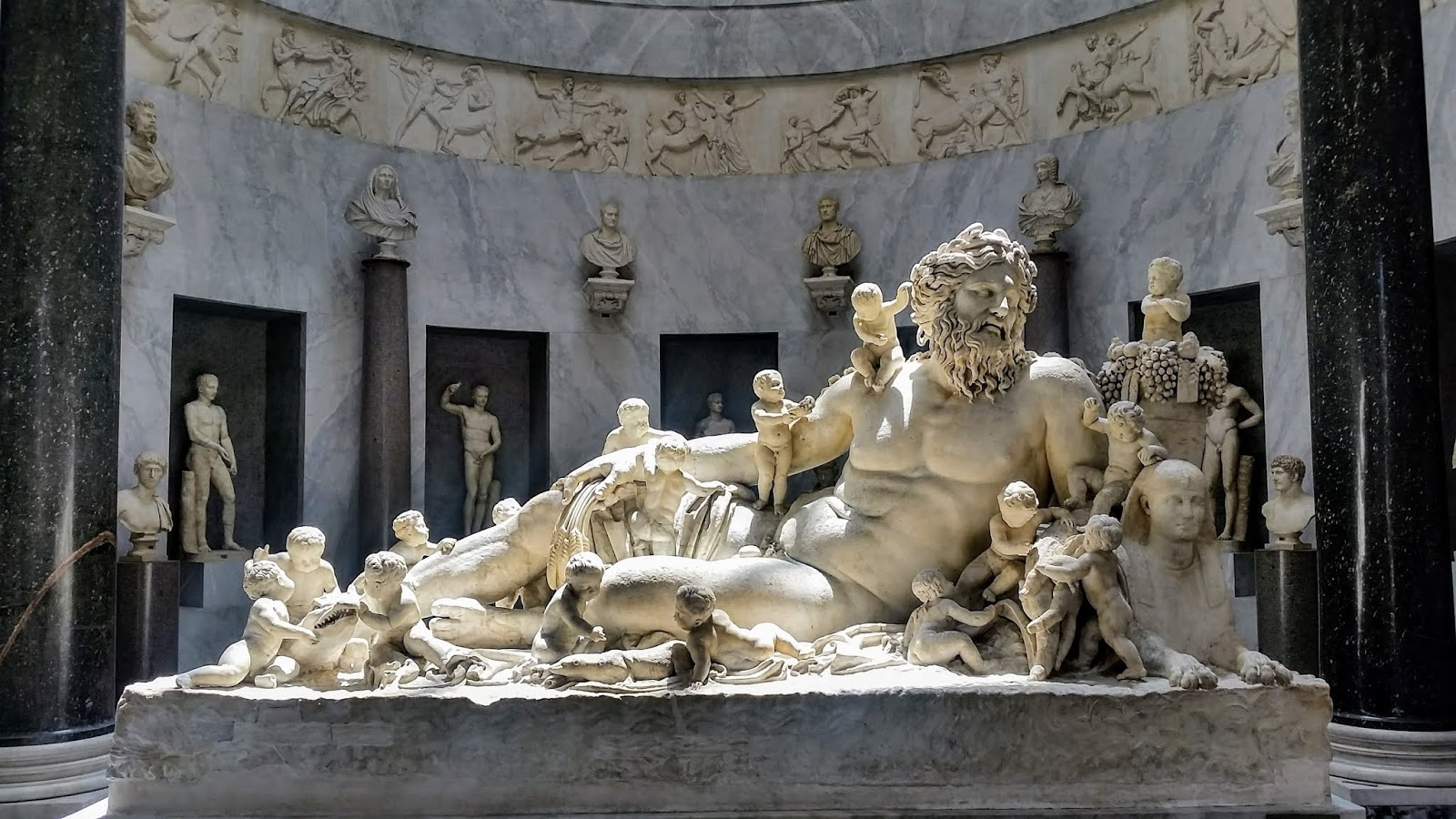 Estátuas dos deuses do panteão grego