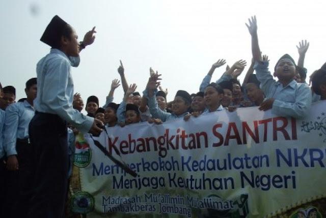 Bukan Aksi Demo, Puluhan Ribu Santri Jombang Apel dan Kirab Hari Santri