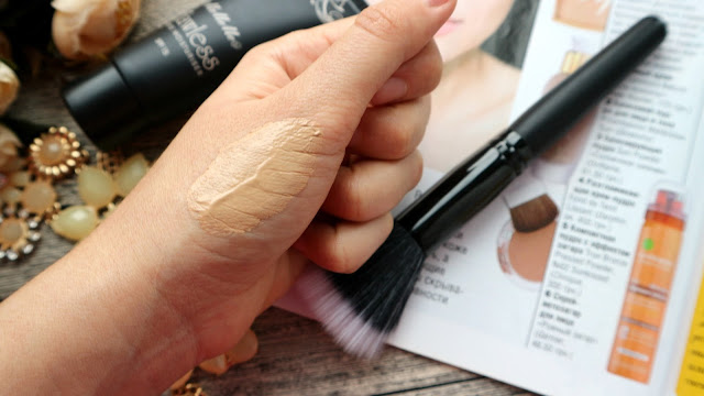 MeMeMe Flawless Tinted Moisturizer SPF 15 02 Beige Blush swatch