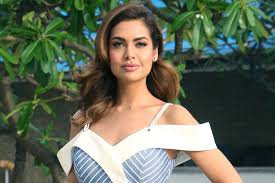 Actress Esha Gupta Simple Photos | Latest Pics 3