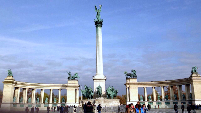 What to do in Budapest? Hero's square