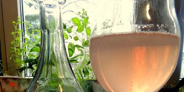Różowe wino z różowych winogron