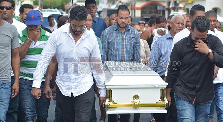 En medio de llanto y pesar sepultan en Villa Riva restos de joven que falleció a causa de la hookah