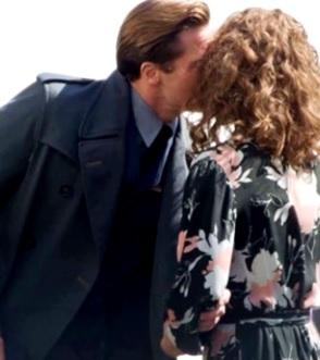 Foto de Brad Pitt besando a la bella Marion Cotillard