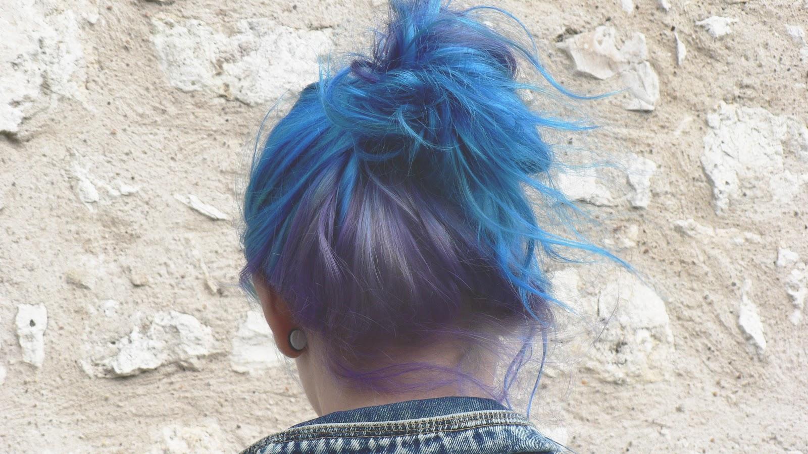 les nuages gris comment se teindre les cheveux en bleu et toutes couleurs et comment les. Black Bedroom Furniture Sets. Home Design Ideas