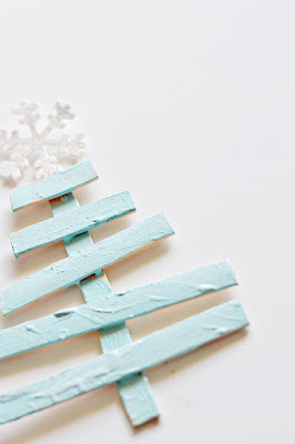 CHRISTMAS TREE, TREE FROM PALLETS, ALTERNATIVE CHRISTMAS TREES, TREES FROM RECYCLED WOOD, CHRISTMAS DECORATION, window decoration, professional decoration, home decor