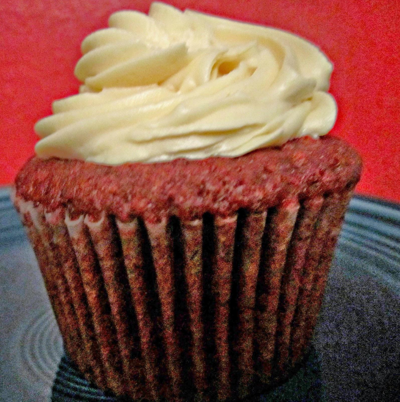 The Dessert Tray review, Red Velvet Cupcake and Poppyseed Cake