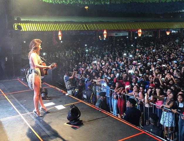 Itagibá: Paula Fernandes encanta o público na última noite do São João