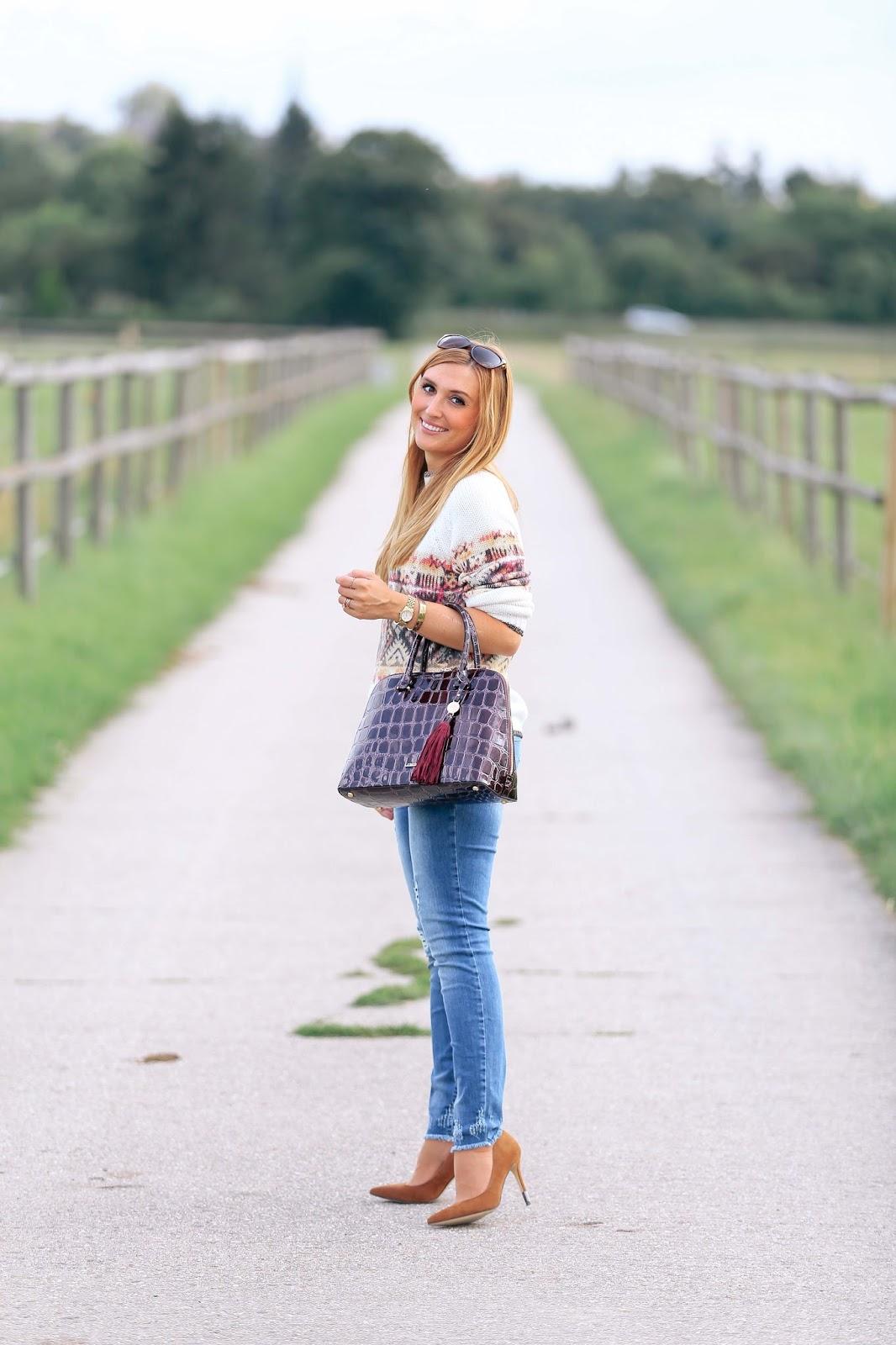 Marc-aurel-fashion-blogger-german-blogger-blonde-autumn-style-fall-cape-burberry-look-zara-booties-hm-hat