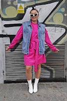 https://www.karyn.pl/2019/03/rozowa-sukienka-i-jeansowa-kamizelka.html