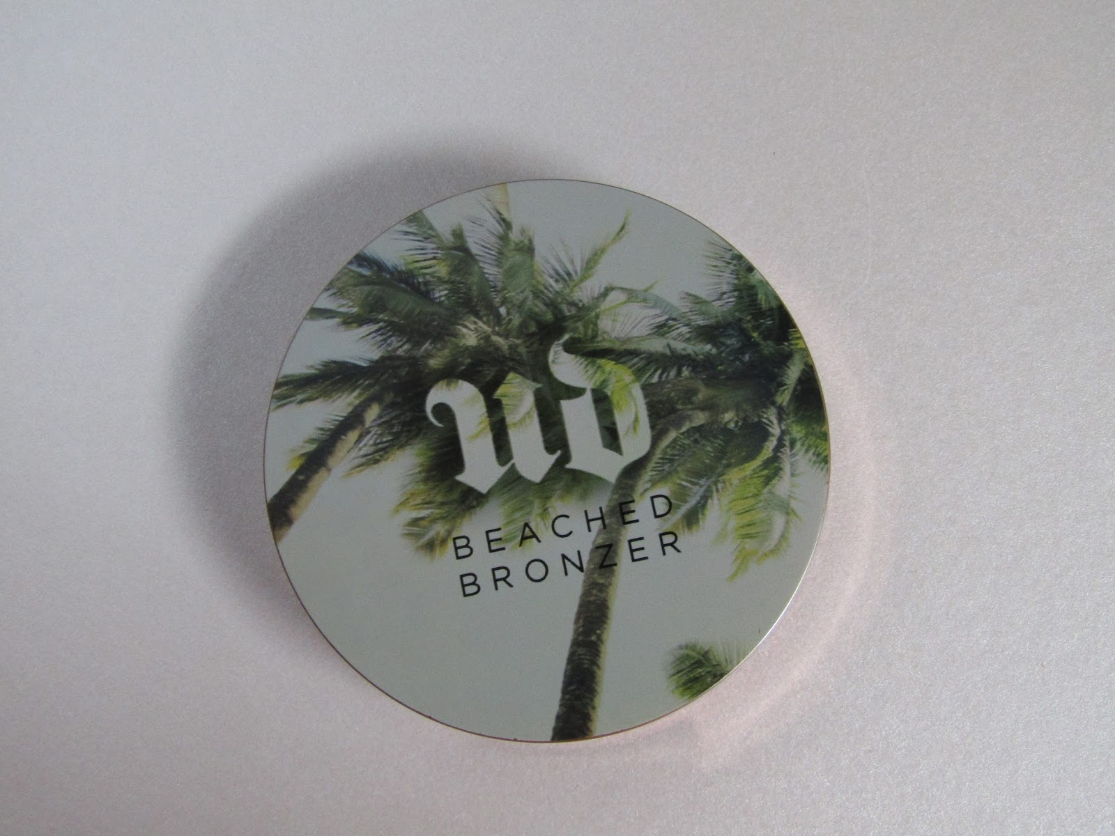 89cb1d6a1d5c Urban Decay s beached bronzer is my favorite bronzer of all time! I  understand that it is a bit on the pricey side at £20 but you can t go  wrong!