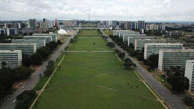'Tsunami' preconizado por Bolsonaro trará de volta 29 ministérios