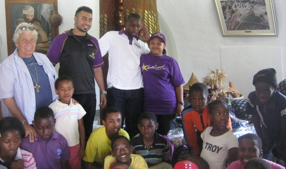 Hollywoodbets Newtown Mall made donations to the Sparrow Village as part of their Social Responsibility Programme - CSI