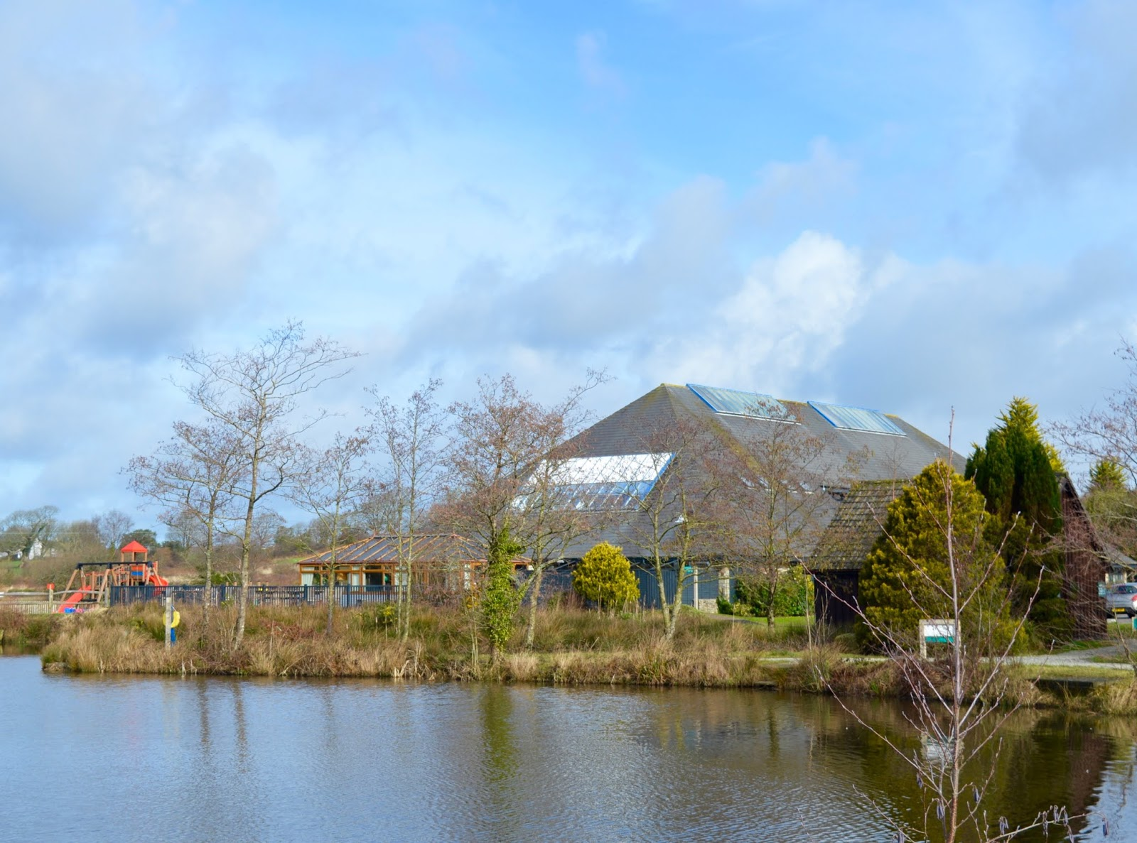 Waterside Cornwall Review | Self-Catering Lodges Near The Eden Project - clubhouse by lake