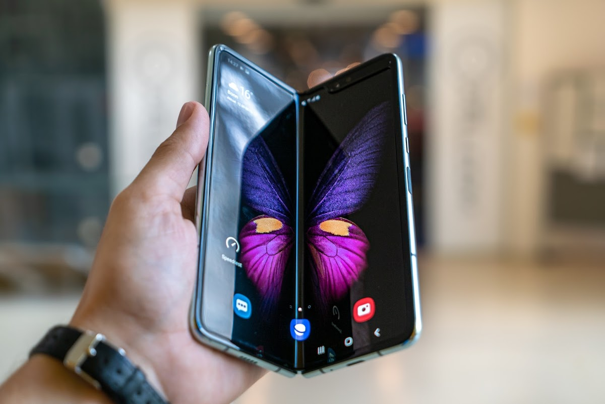 Samsung, the company responsible for the biggest Android phones that the market currently has to offer at this point in time, is changing up its list of phones that it will be providing updates for, with them removing three phones from the last and adding three new ones.