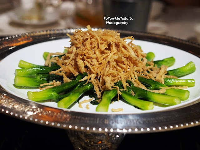 Stir-fried Hong Kong Kailan topped with Enoki Mushroom
