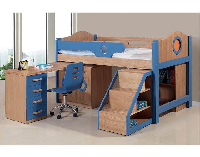Chiếc bàn học có thể quay ra khi cần và thu gọn lại rất đơn giản