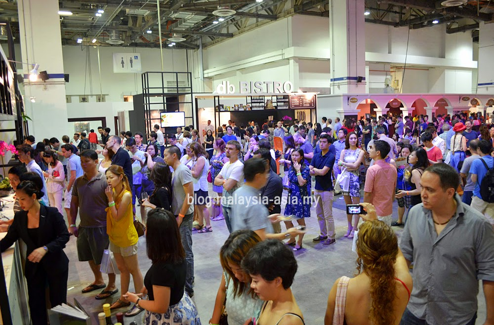 The crowd at the Epicurean Market 2014