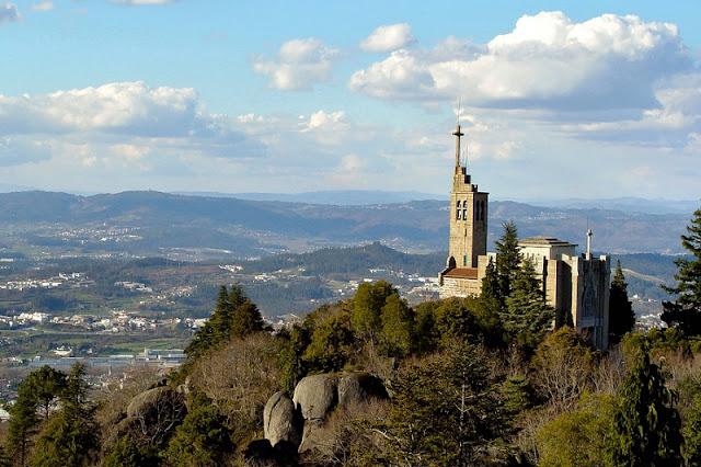 Passeio pelo Santuário da Penha em Guimarães