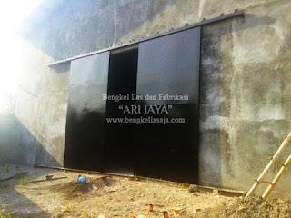 Jasa pembuatan pintu besi sliding untuk gudang pabrik surabaya sidoarjo indonesia