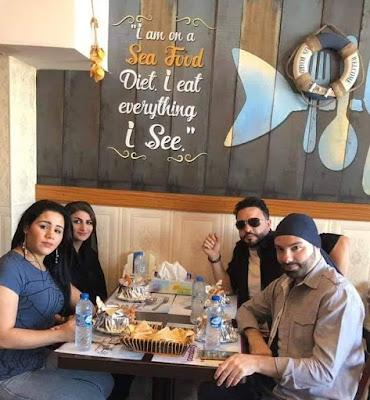 الإعلامي أسلام حسين يدعوا أهل الفن إلى الغداء في أبوظبي