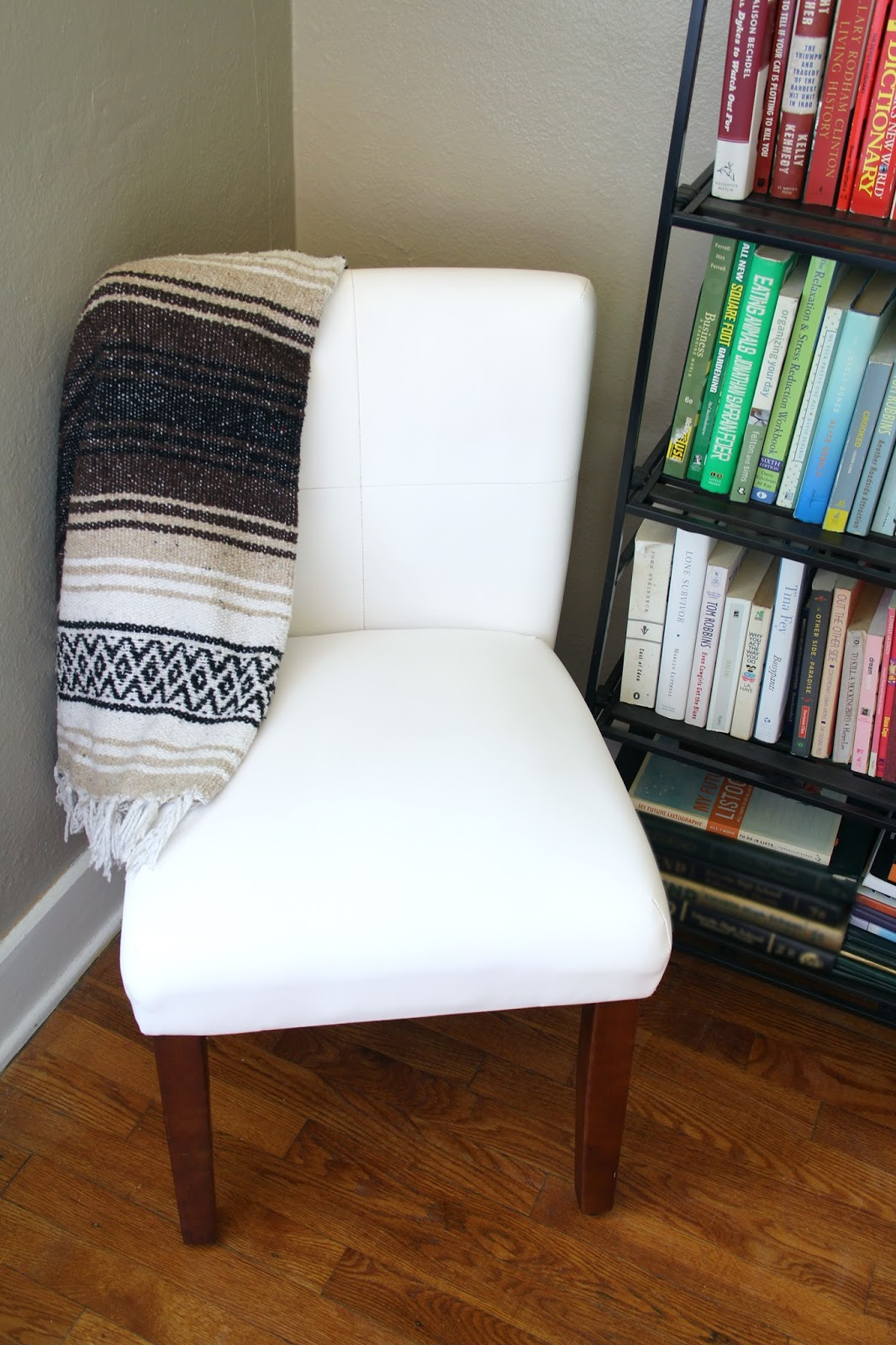 How to paint a vinyl chair - yes, it's totally doable!