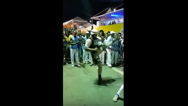 PM joga capoeira