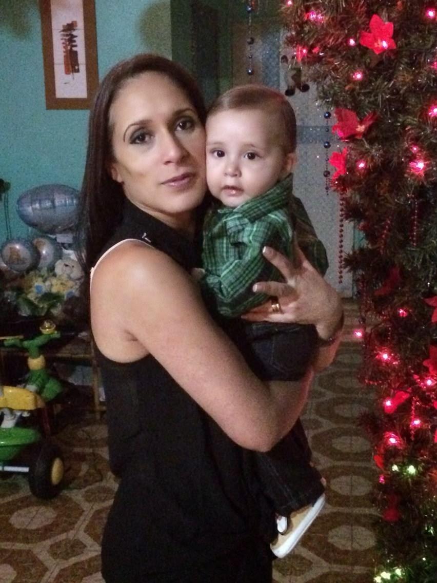 Mamá e hijo en brazo