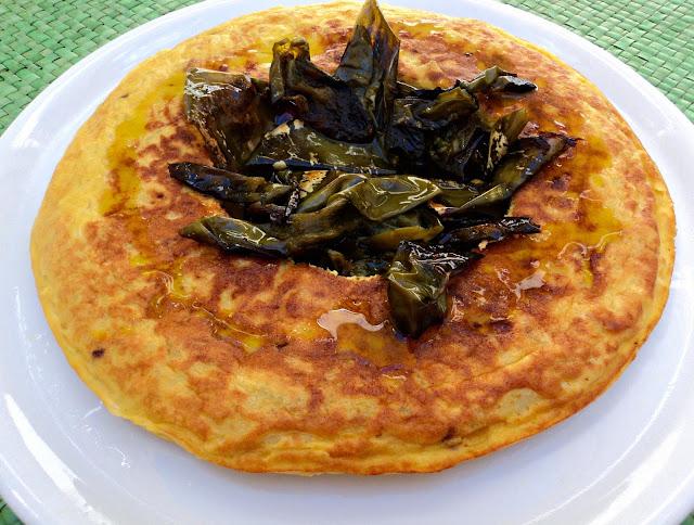 corona-tortilla-patatas-pimientos-presentación