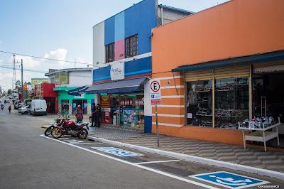 Avenida do centro de Caucaia do Alto passa por reorganização de vagas de estacionamento