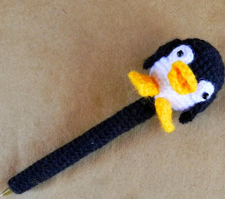 http://daxarabalea.blogspot.com.ar/2014/09/lapicera-pinguino-patron.html
