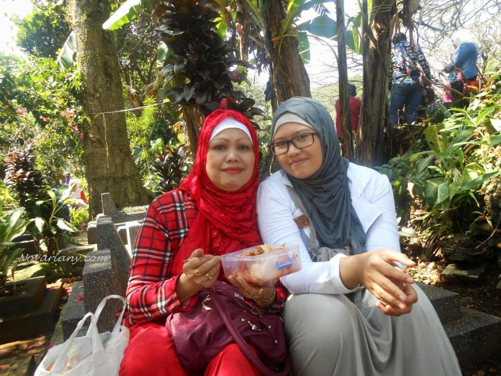 Ranii Novariany with mum
